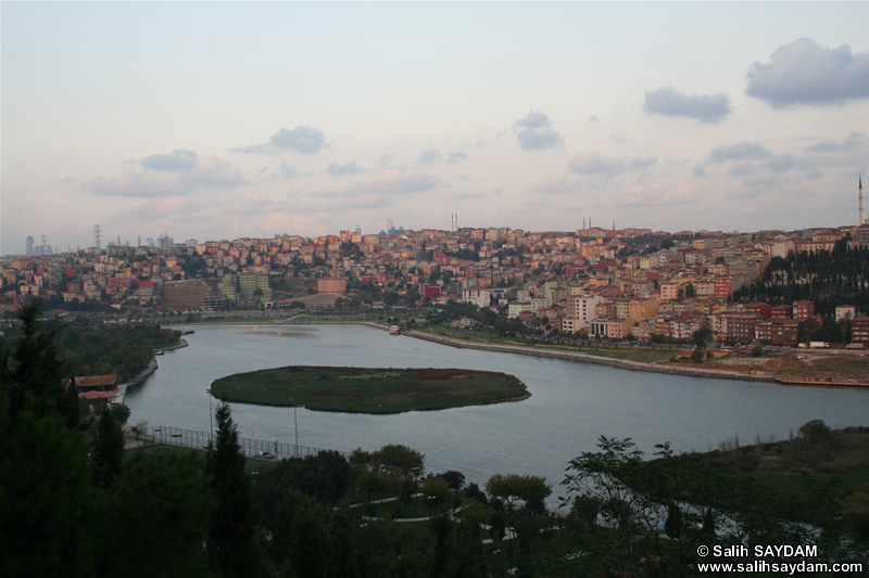 Istanbul Sightings from Hill of Pierre Lotti Photo Gallery 4 (Istanbul)