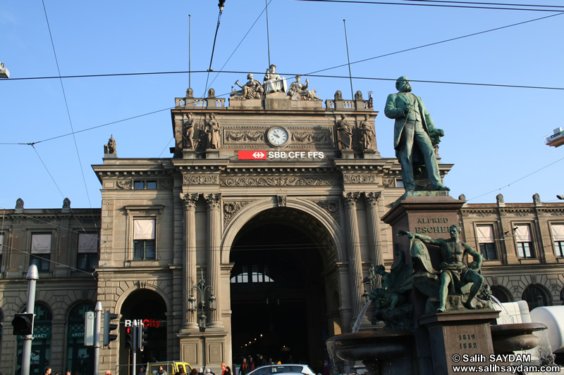 Zurich Photo Gallery 1 (Central Train Station (Zürich Hauptbahnhof)) (Switzerland)