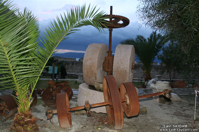 Cesme Castle Photo Gallery 7 (Historical Pieces) (Izmir, Cesme)