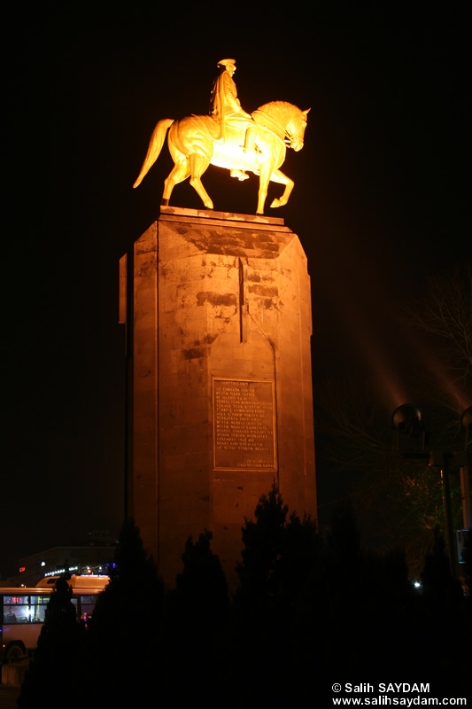 Ataturk Statue (At Night) Photo (Kayseri)