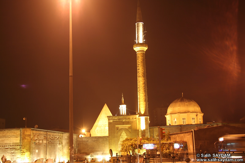 Hunat Mosque (At Night) Photo Gallery 2 (Kayseri)