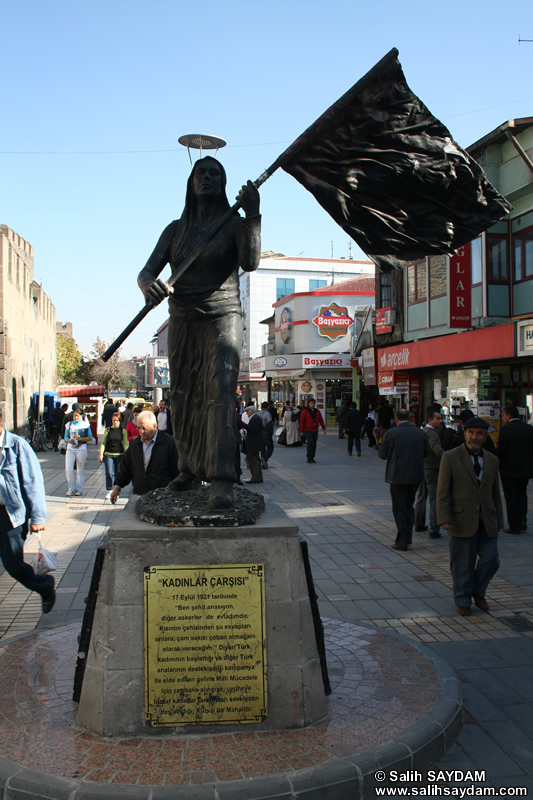 Statue of Women's Bazaar (Kadinlar Carsisi) Photo Gallery (Kayseri)