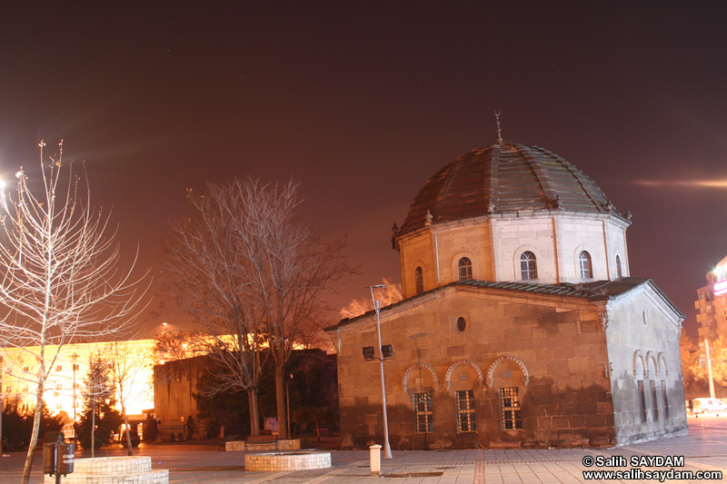 The Tomb of Zeynel Abidin (At Night) Photo 2 (Kayseri)